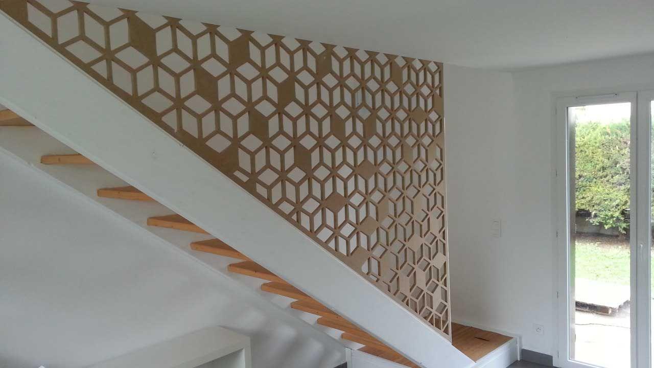 Garde corps sur un limon avec un motif de cube en 3d - Rambarde escalier bois ...