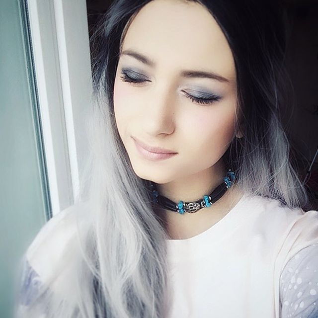 My next video is gonna be about a serious topic- my school phobia, how to overcome it and how to deal with someone suffering from it.  Btw, I just received the Smokey palette from #naked and I'm absolutely in love with it. So tadaaam, my first smokey eyes ever.  Stay kind & humble. Love.  #makeup #greyhair #wig #smokey #urbandecay #tbt #chocker #youtube #ootd #pale #lips #eyes #blog #cosplay