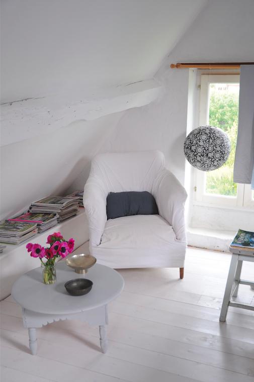 du parquet peint en blanc pour une luminosit maximum sous les combles dccv sol floor. Black Bedroom Furniture Sets. Home Design Ideas