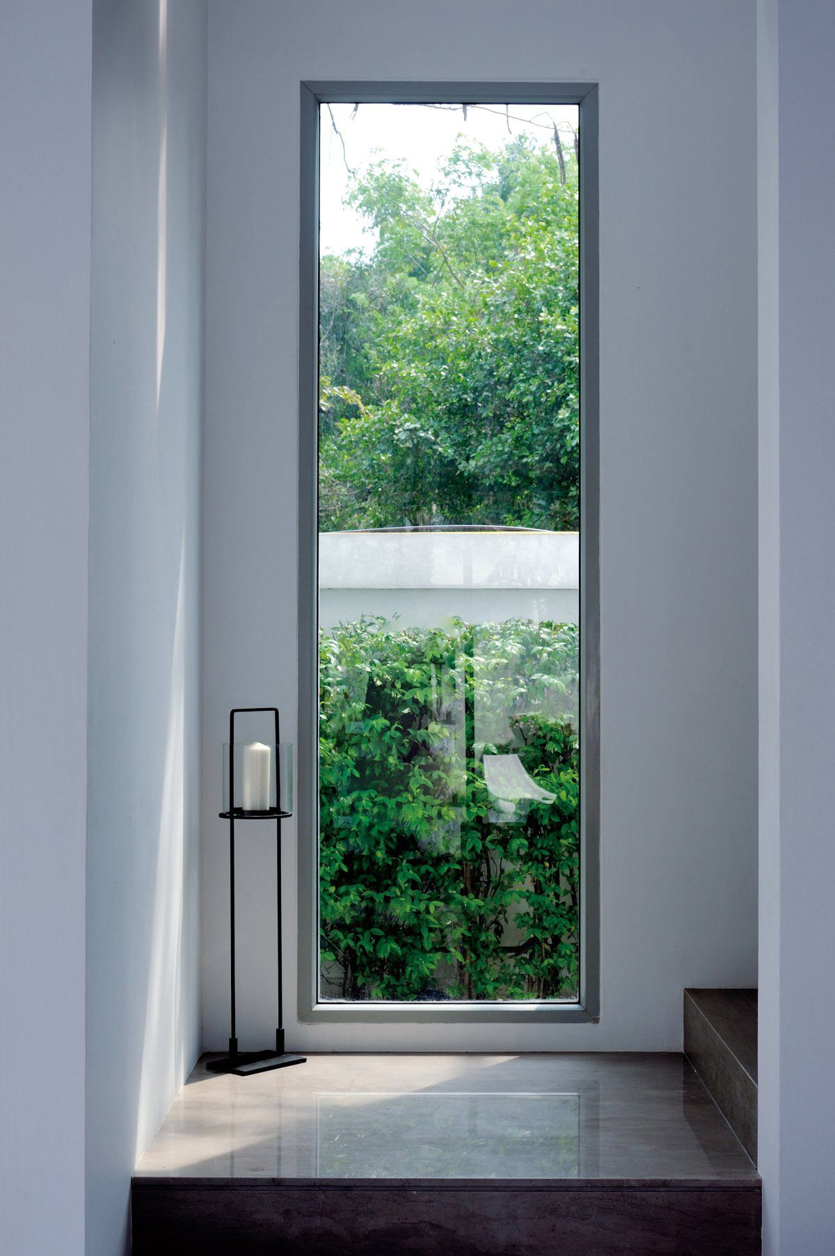 Best Window Along Staircase Minimalist Window Window Design 400 x 300