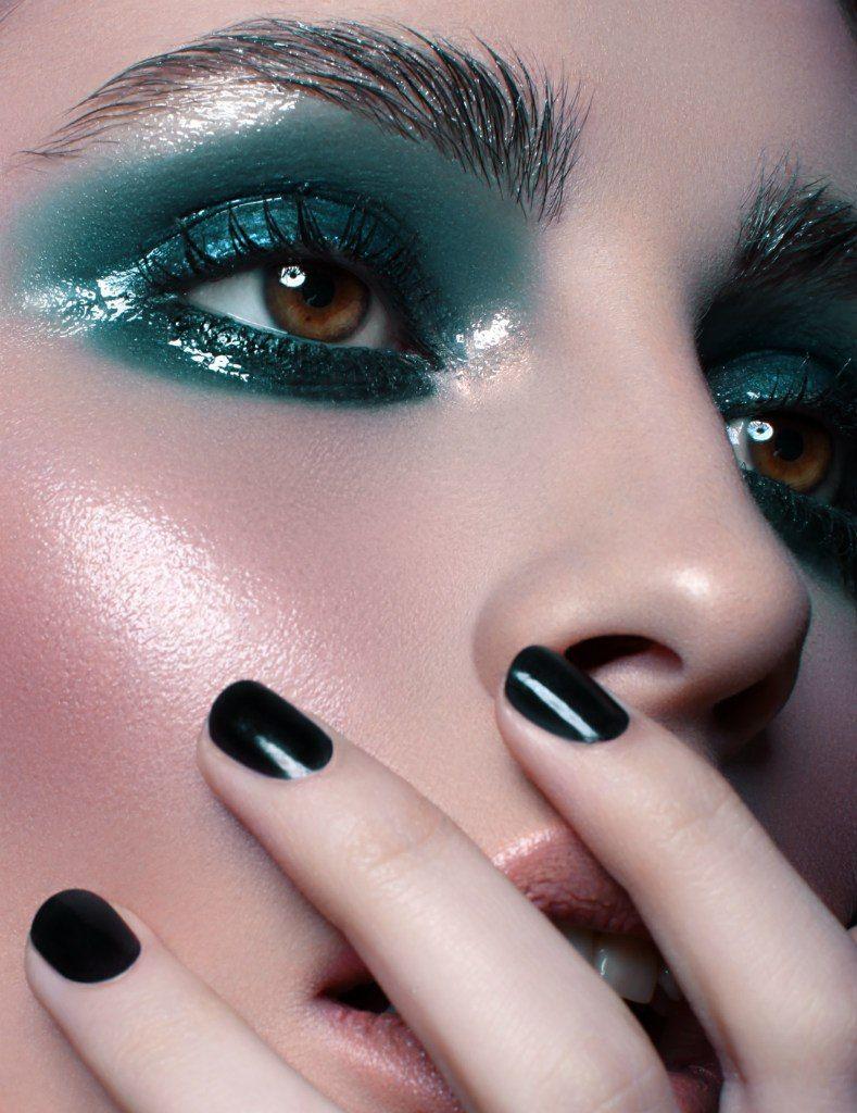 Teal wetlook makeup in 2019 Glossy makeup, Glossy eyes