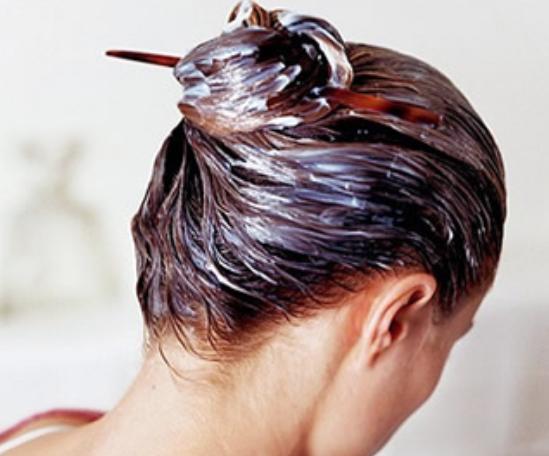 Masque fait maison pour cheveux meches