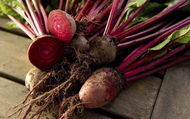 A beterraba é rica em vitamina C e age contra o envelhecimento. (Foto: Istock)
