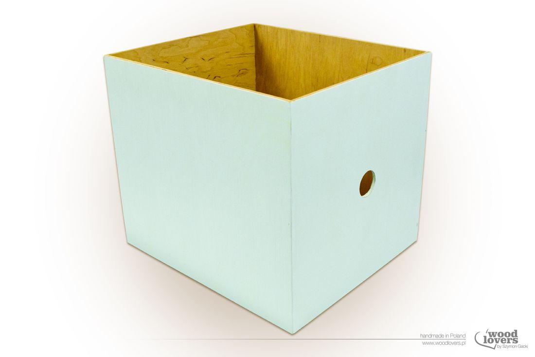 Pudełko wykonane ze sklejki, idealnie pasujące do regałów z serii ...