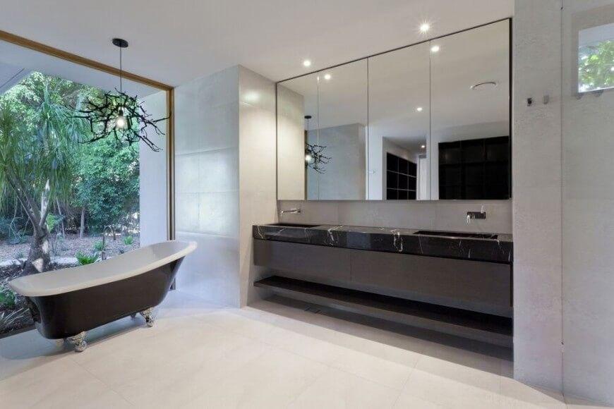 Glaswände Bad eine offene und transparente glaswand zeigt das bad sinnlichkeit