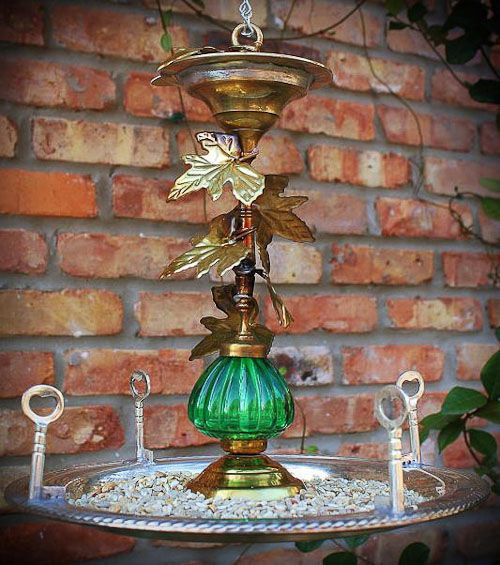 Upcycle bird feeder by Gadget Spong