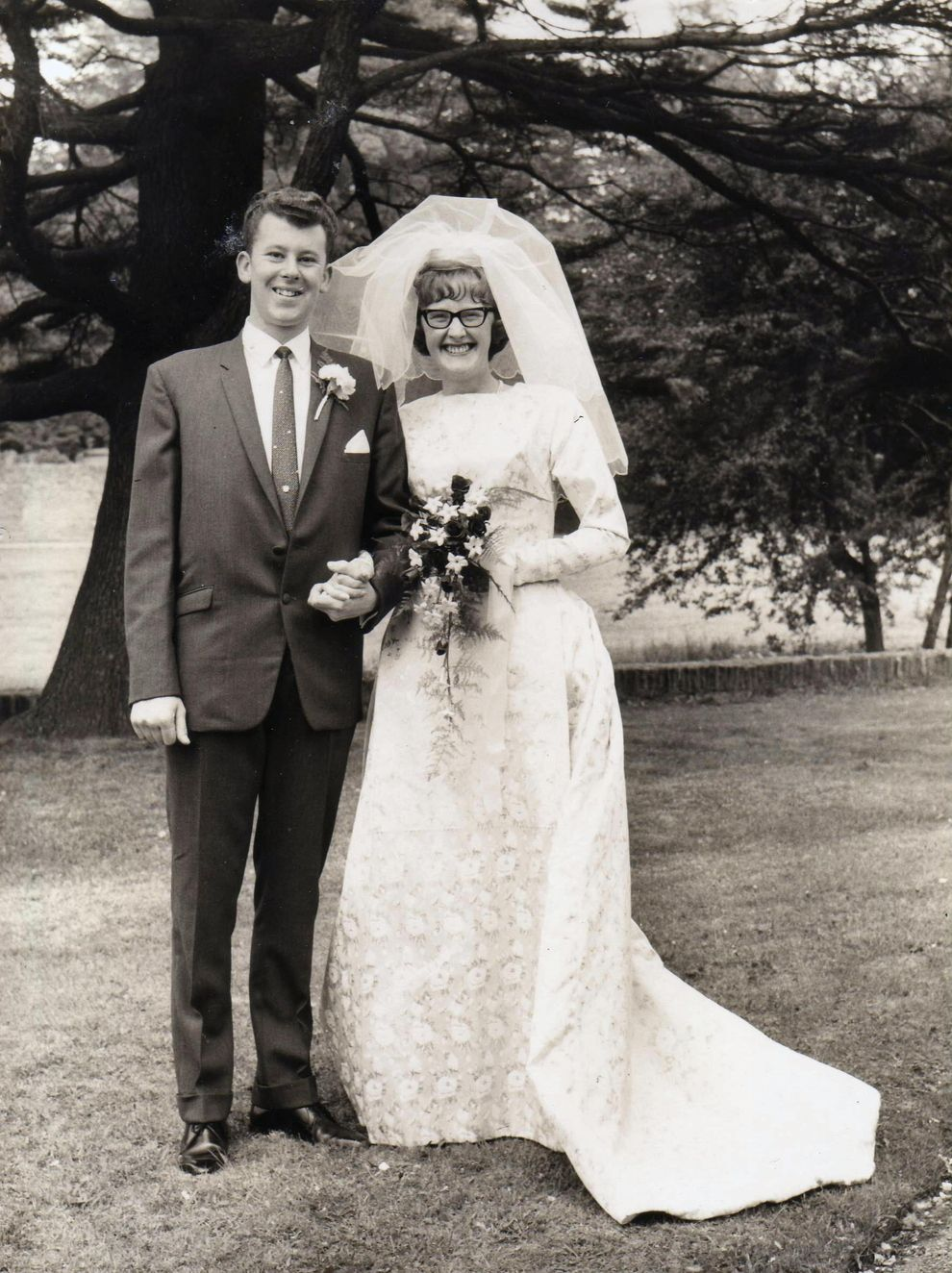 Cat eye glasses forever. | 60 Adorable Real Vintage Wedding Photos From The '60s