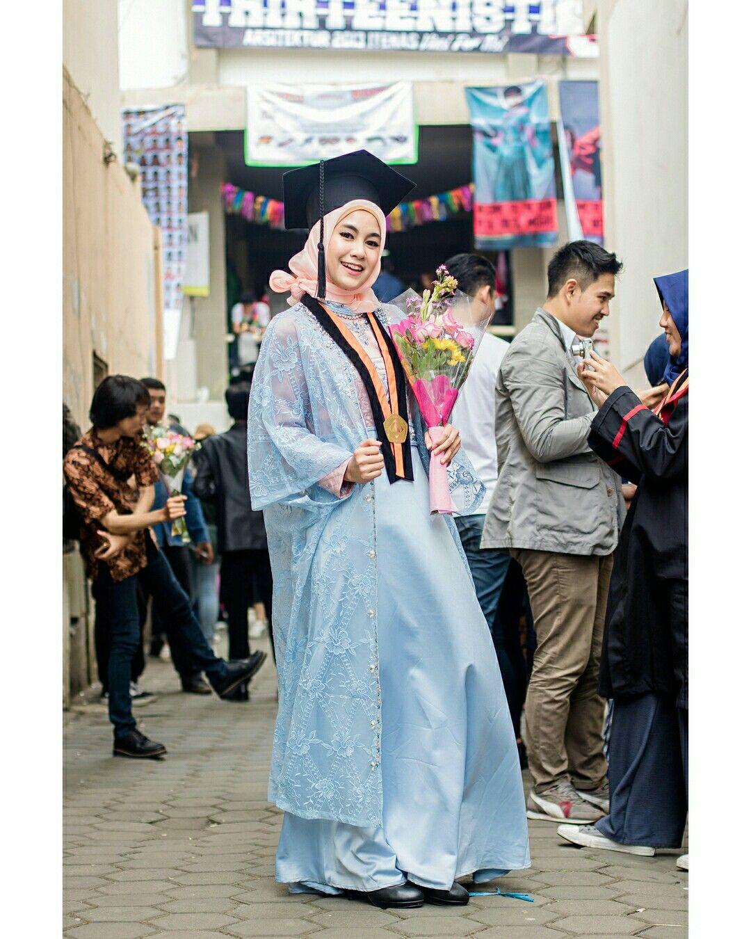 Anisarahma 12 Gaun Wisuda Pakaian Wanita Pengantin Wanita