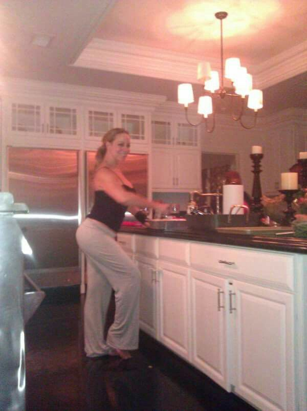 Mariah Carey Cooking For The Family Thanksgiving