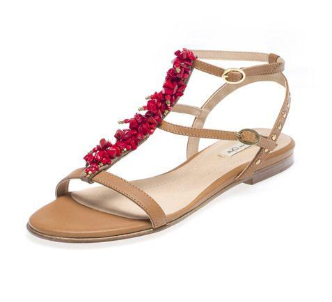 Sandálias em pele e pedras de coral, Massimo Dutti, €89.95