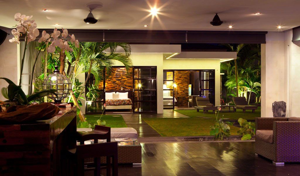 Beautiful House Interior Design Part - 16: Garden In The Middle Of House Building With Open Space House Interior Room  Casa Hannah Balinese Vacation House With Artistic Decoration Home Decoration