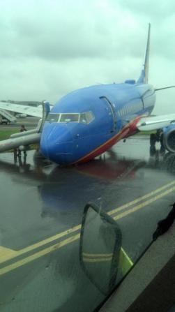 Atterraggio d'emergenza a New York, 11 feriti  737 southwest airlines