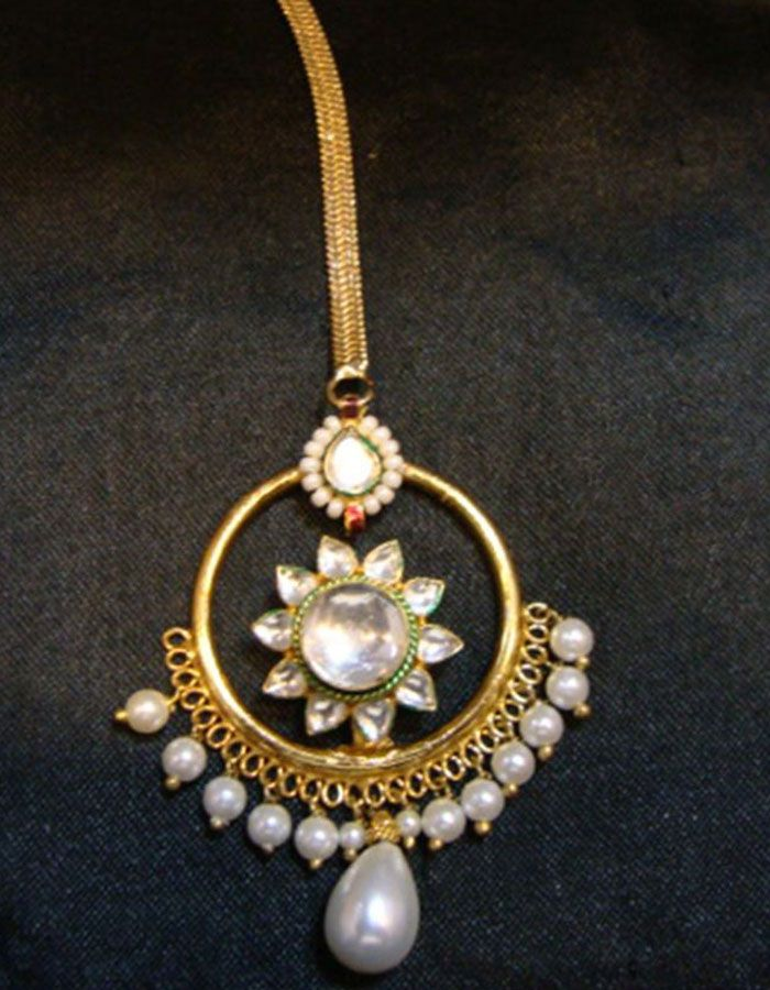 BUY it here httpwwwartisangiltcomjewellerymaang tika borlagold plated gemstone maang tika with pearl drops 11445htmlrefu003dpin Borla