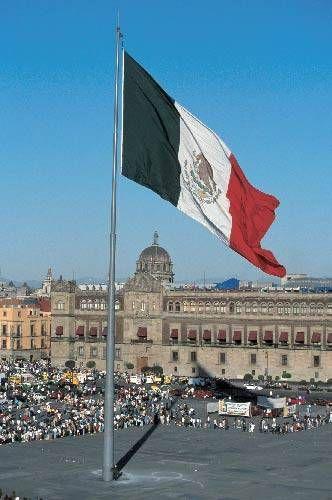 Google Image Result For Http 0 Tqn Com D Gomexico 1 0 0 Zocalo Flag Jpg Viajes En Mexico Ciudad De Mexico Historia De Mexico