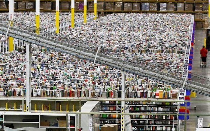 Amazon's warehouse with the size of 28 football fields - www.thebestamazon.com
