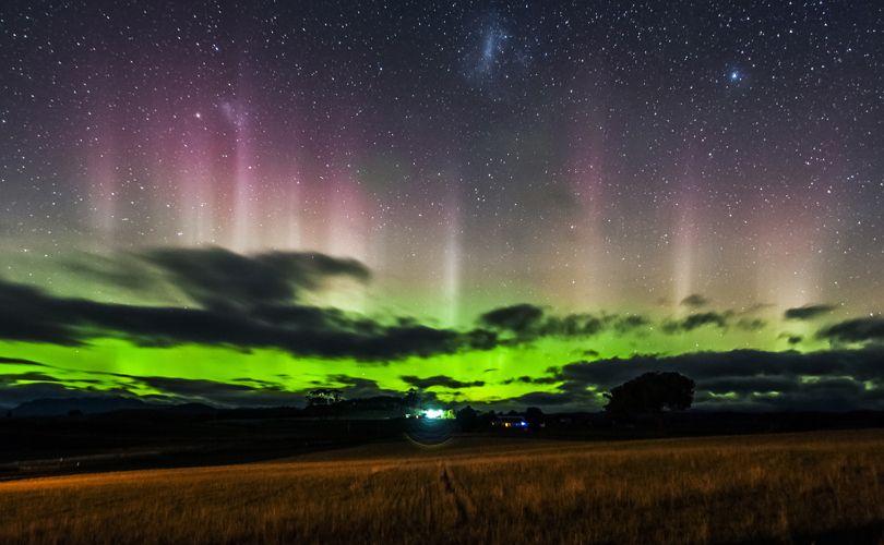 Aurora Chaser's Handbook - Aurora Australis Tasmania Book