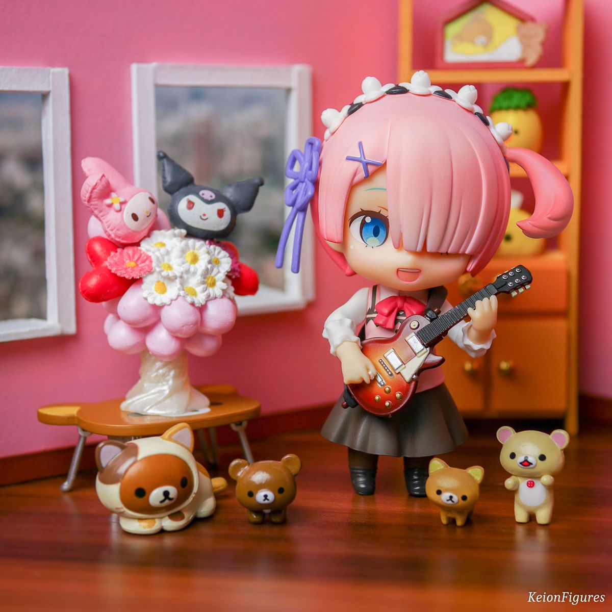 Ram is playing with Yuis guitar~  Ram: