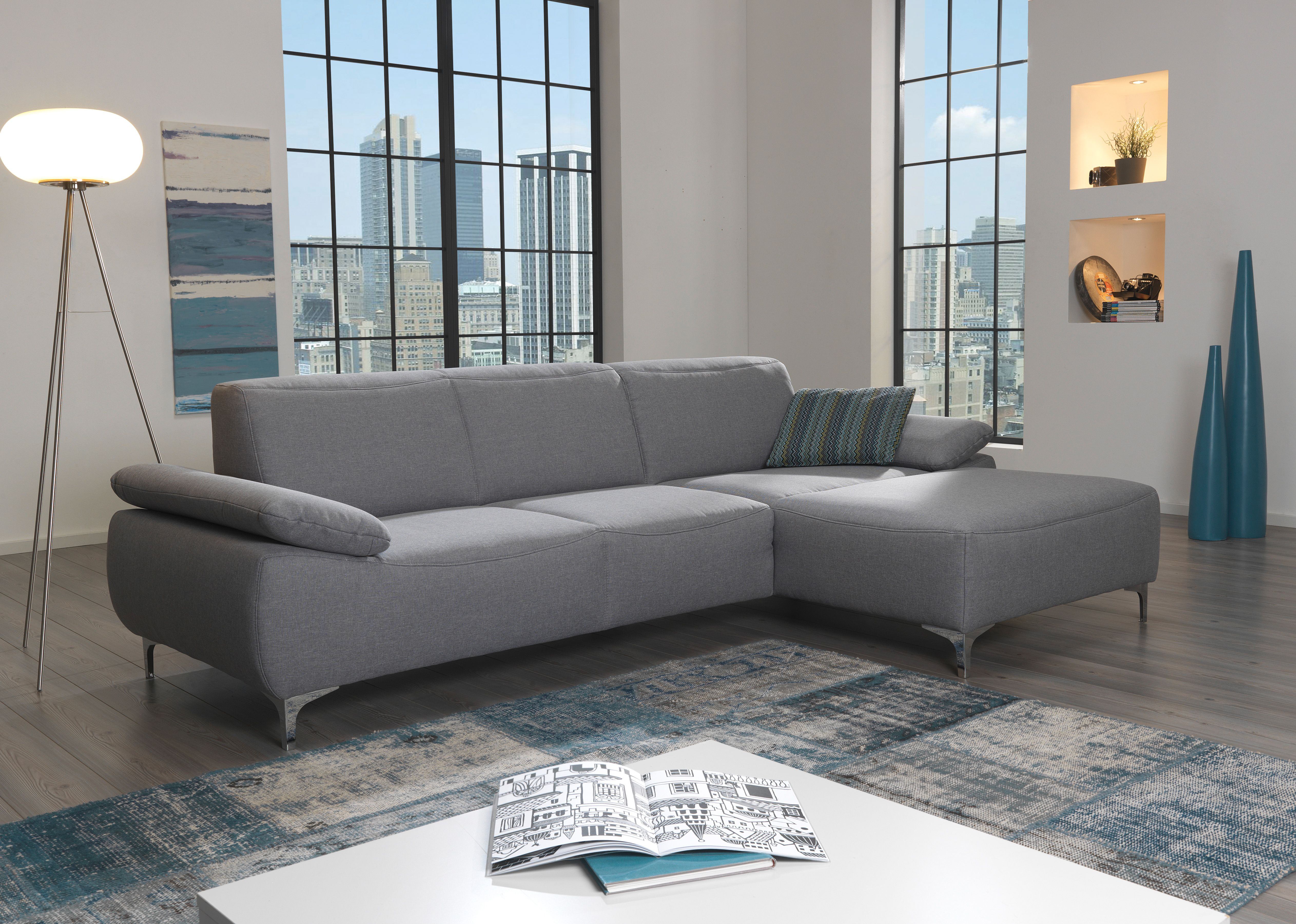 d grijze stoffen zetel voor een eigentijds interieur
