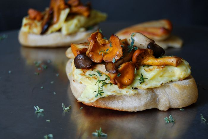 Chanterelle, King Trumpet Mushroom and Thyme Omelette Sandwich : eat in my kitchen