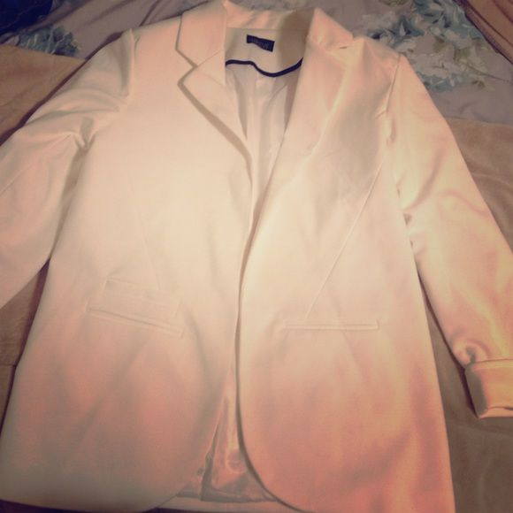 White Women's Blazer White women's blazer with 3/4 sleeves!  Front pockets are stitched closed. Worn only once. Open to offers, please ask if you have any questions, and happy Poshing! Inbdue Jackets & Coats Blazers