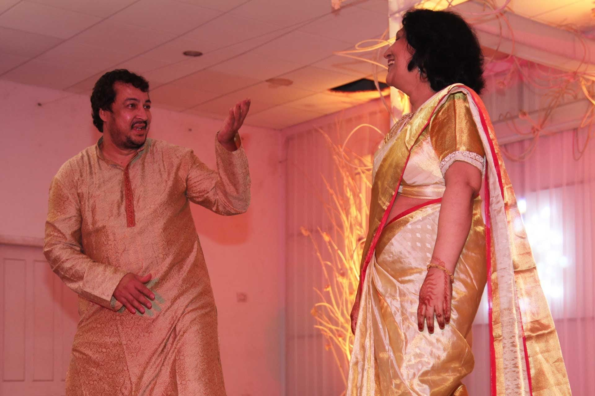 Mom And Pop Dance To The Tunes Of Old Hindi Songs Medley Bhule Bisre Geet For Sangeet Function Day Before Actual Wedding Ceremony