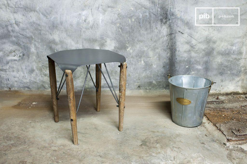 Lo sgabello bender è un ottimo esempio di design industriale che