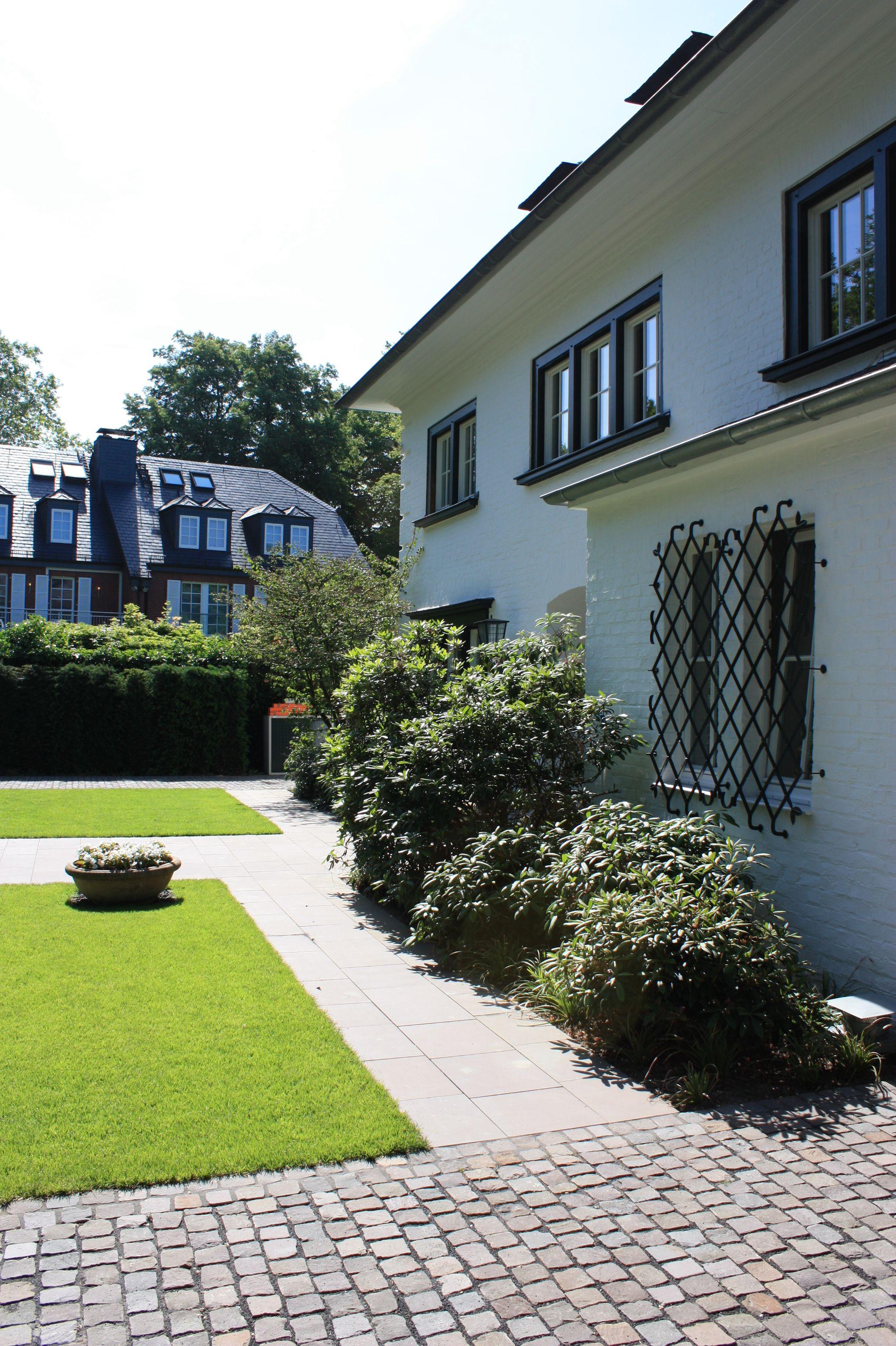 Gartenideen.Eingangsbereich vor dem Haus von Rheingrün. | Moderner ...