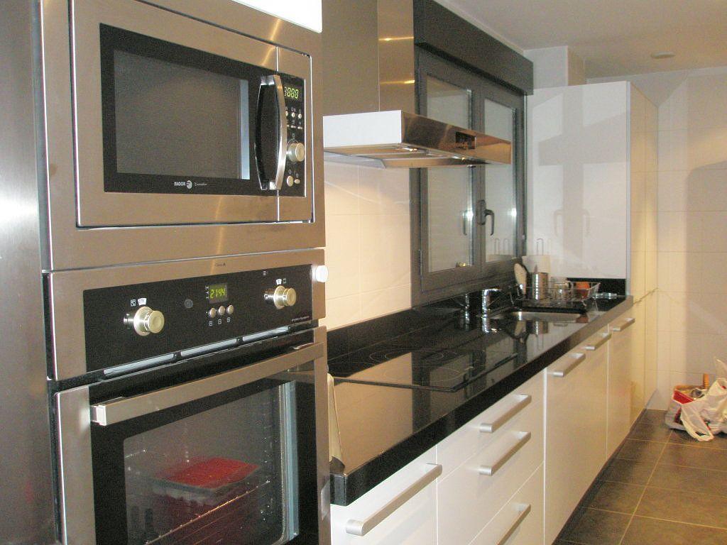 Fotos de cocinas blancas cocinas blancas fotos de for Cocinas cuadradas modernas