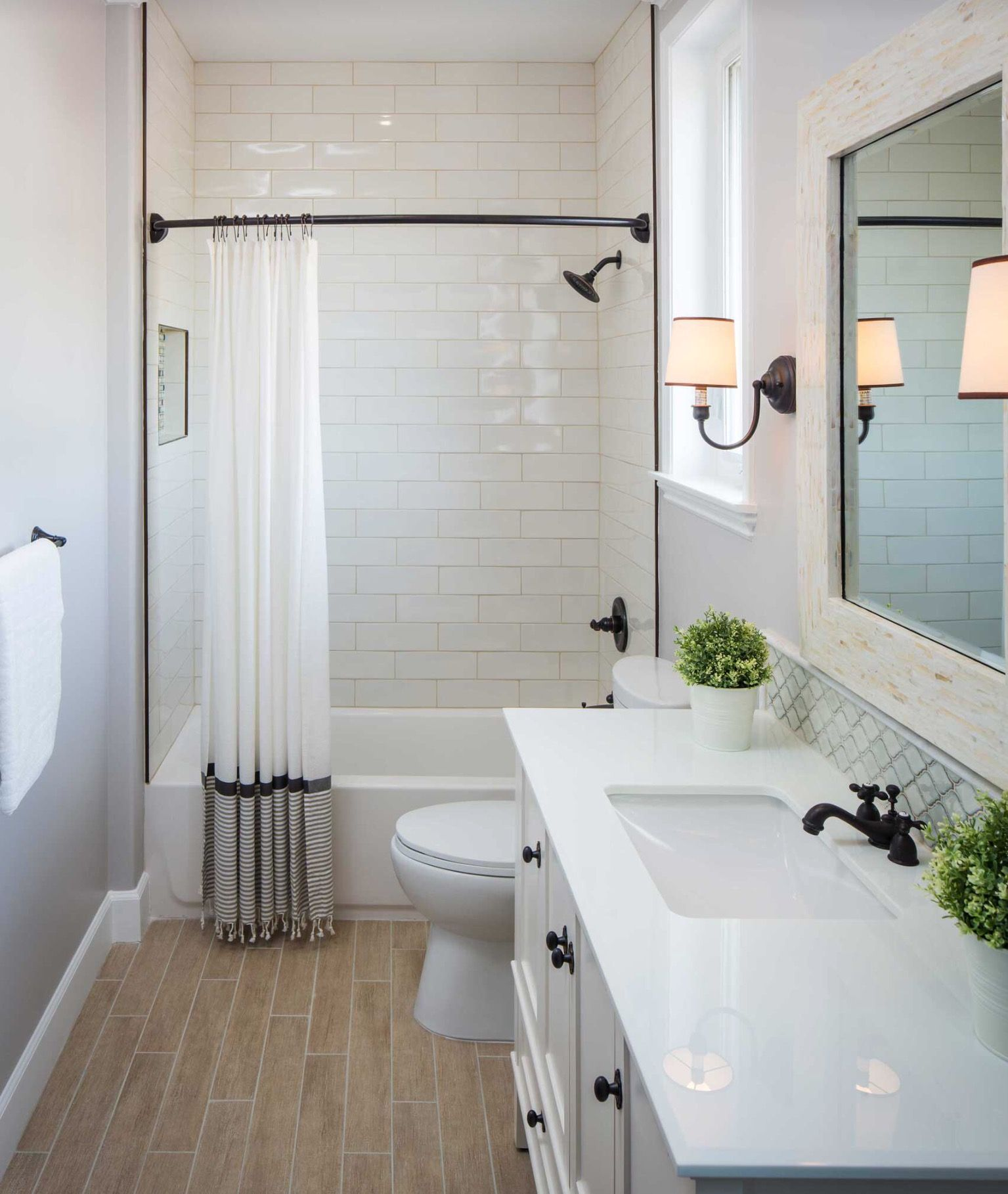 Simple and different shower curtain love the black rod wash room