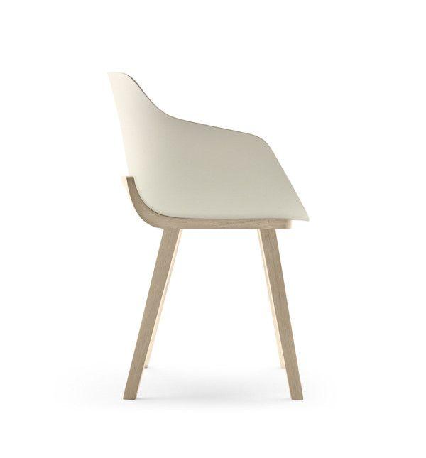 Kuskoa Bi chair is a 100% bioplastic chair made by Jean Louis Iratzoki for Alki.