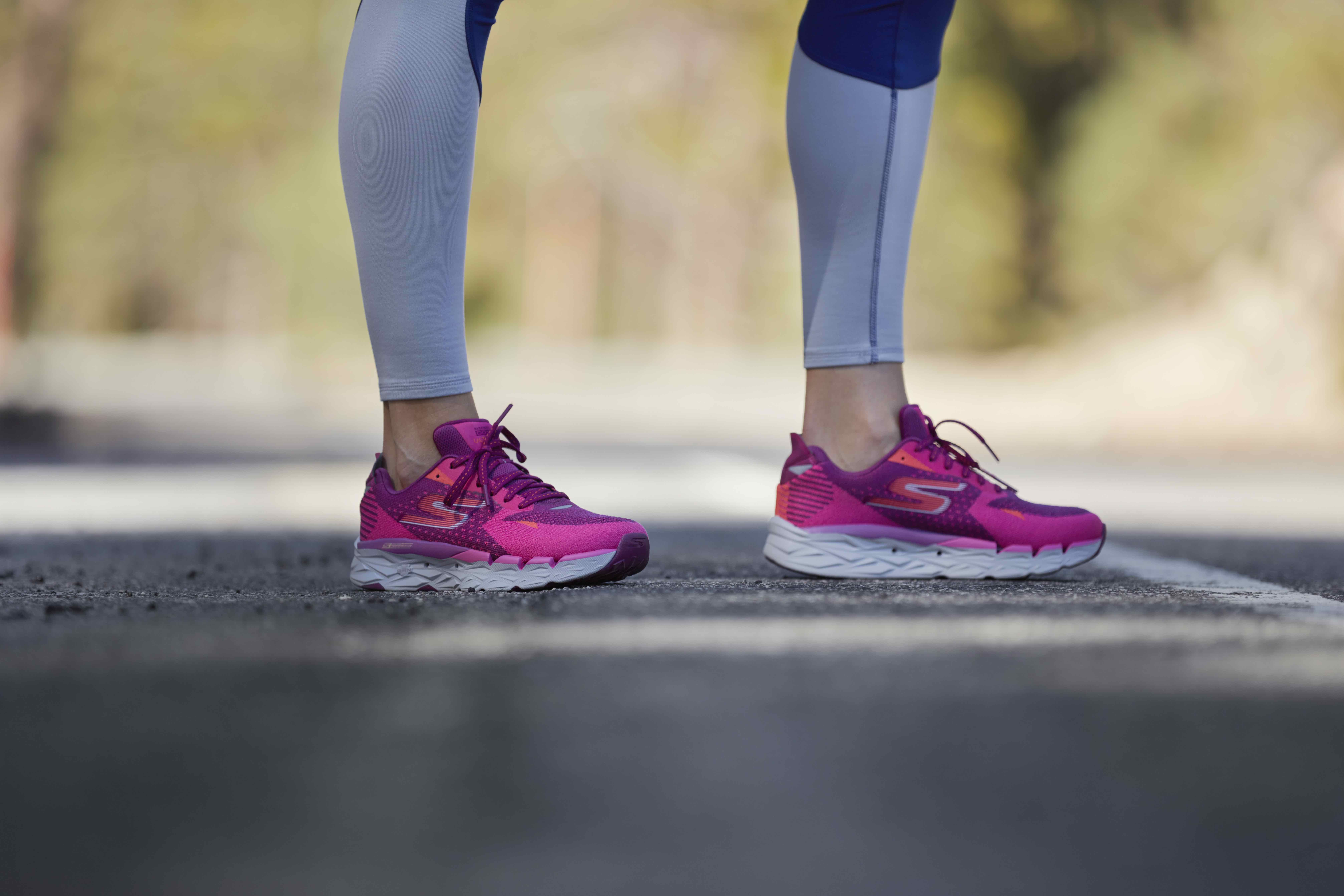 Aplicable con las manos en la masa munición  The Skechers GOrun Ultra R 2™ max cushioned trainer. Winter running. |  Womens running shoes, Running, Running women
