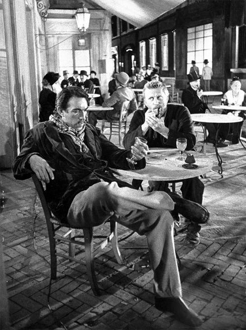 Anthony Quinn y Kirk Douglas como Paul Gaugin y Vincent Van Gogh en 'El loco del pelo rojo' de Vincente Minnelli y George Cukor, 1956
