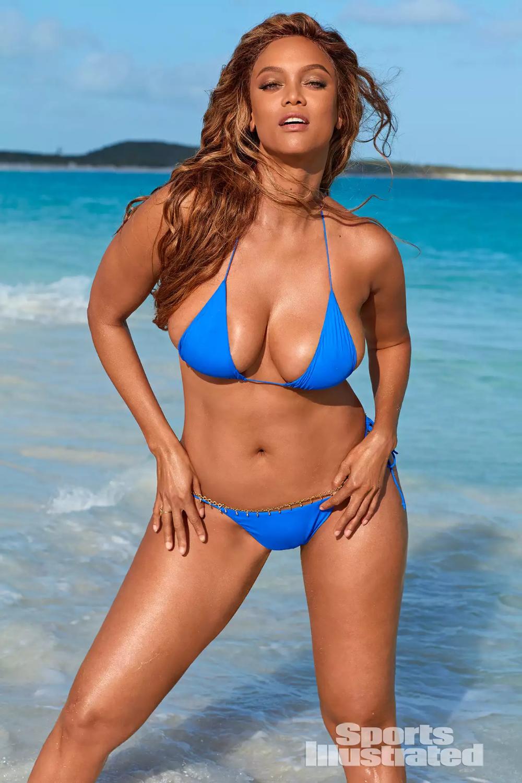 Tyra Banks 2019 Si Swimsuit Photos Banks Photos Swimsuit In 2020 Bikini Photoshoot Tyra Banks Bikini Bikinis