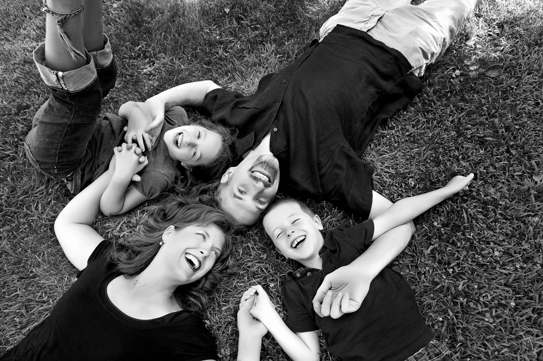 عبارات عن العائلة بالانجليزي كلام جميل عن العائله بالانجليزي Family Photography Family Photography