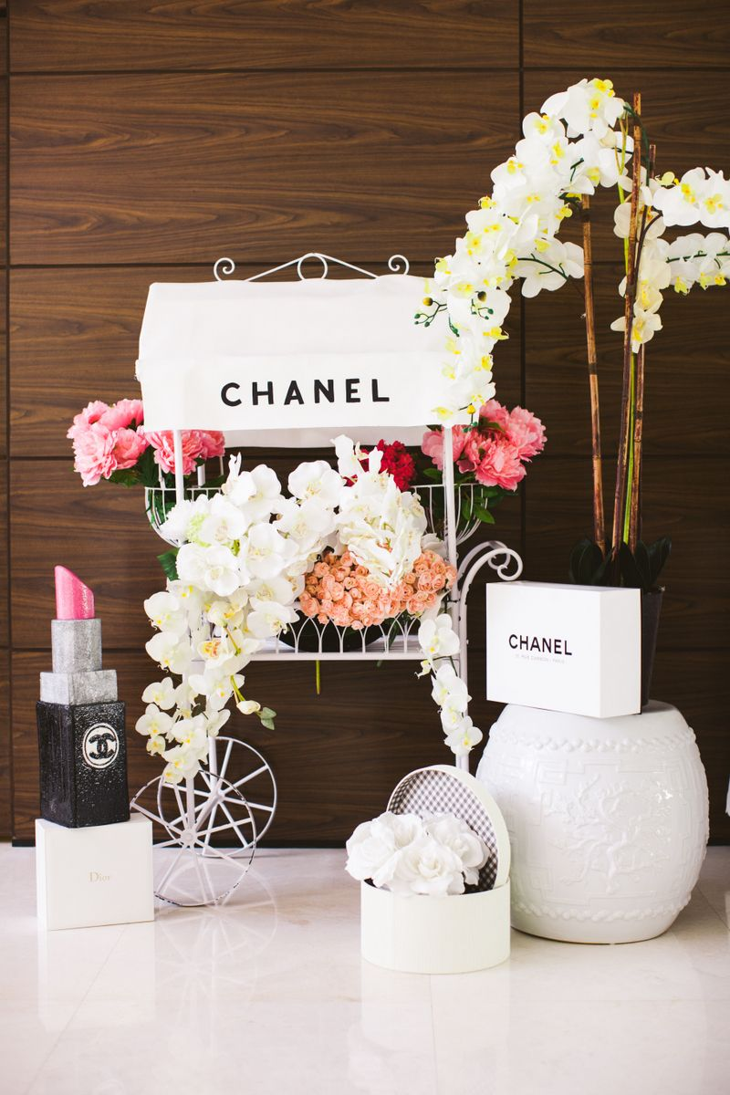 Chanel flower cart bridal shower decoration apartamento