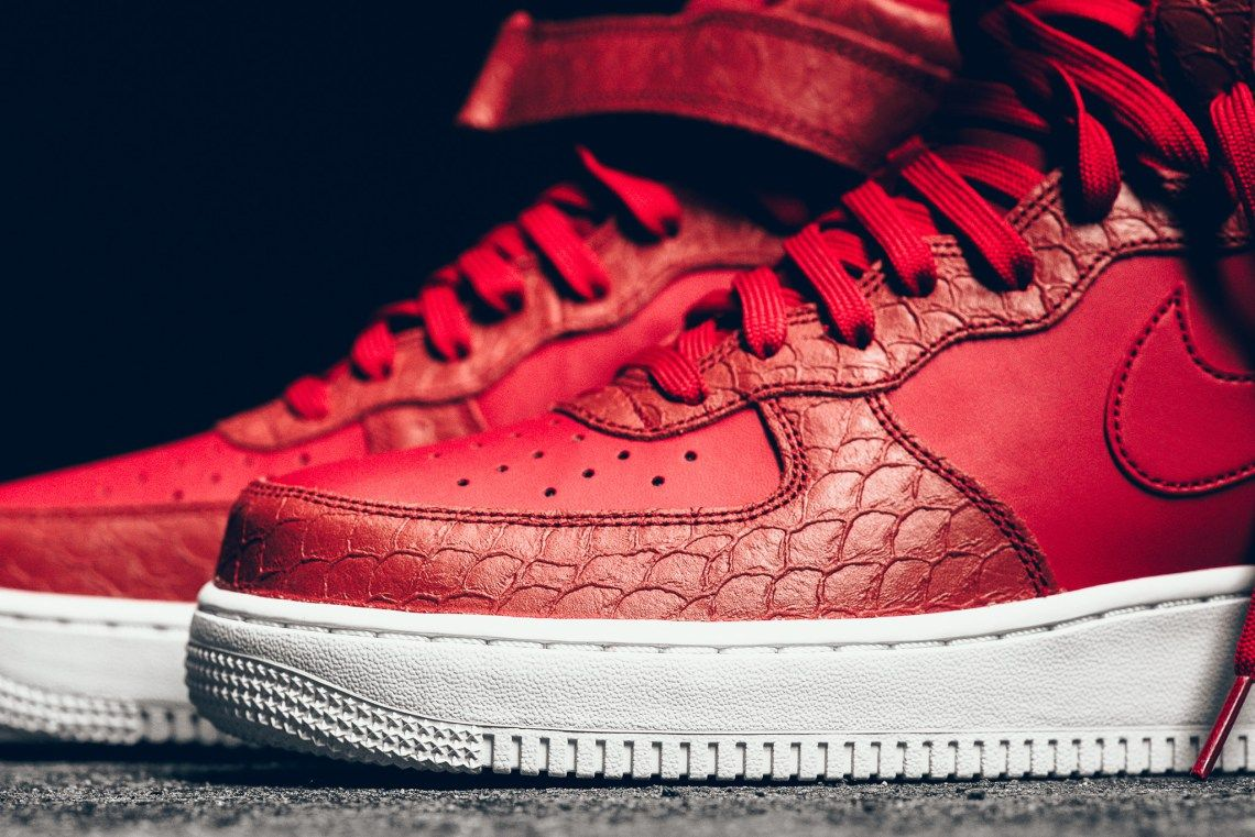 pretty nice 1a1bf 020ea Nike Air Force 1 Mid Red Python