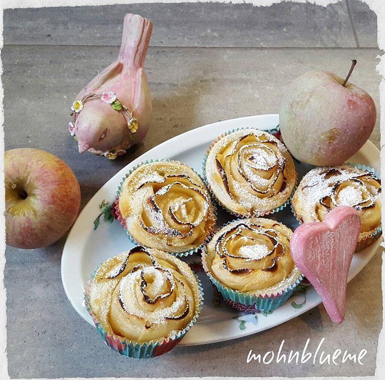 Einen süssen guten MorgenMontagWochenstart  Genau,hier mussten die #apfelrosen auch gebacken und verschlungen werden,gebacken mit Äpfel aus dem Garten  Habts ganz tiptop  #backing #backen #selbsgemacht #äpfelausdemgarten #aprikosenconfi #blätterteig #foodpic #foodporn #bakinglover #rezepte #recipes #vomnetz #foodie #delicious #yummy #sweet #kitchen #küche #eat #eating #gutenmorgen #goodmorning #gutenwochenstart #goodday #monday #montag #november #apfelrosenmuffins Einen süssen guten Morgen #apfelrosenblätterteig