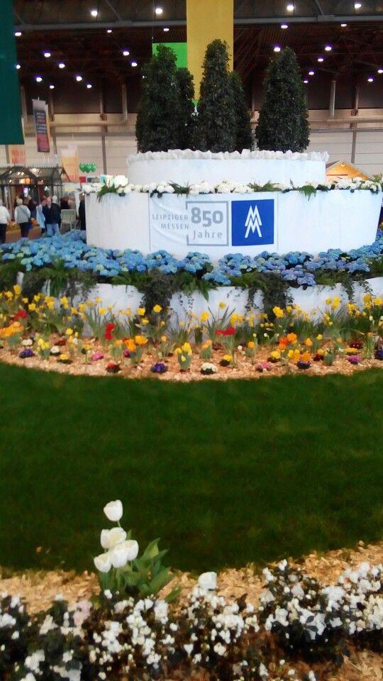 Es Mögen Echte #Blumen Sein Hier Auf Der #Haus #Garten #Freizeit In  #Leipzig. In Der Großen #Messehalle 1 Wirkt Die Blumen #Dekoration Aber  Künstlich.