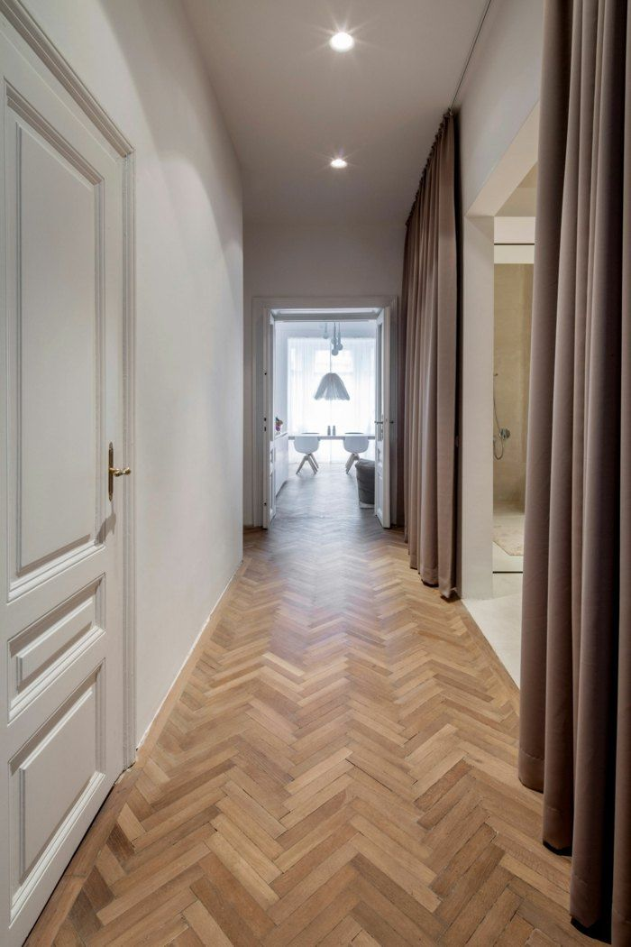 Die wiener HM Wohnung - Blick von der Eingangstür in den Flur ...