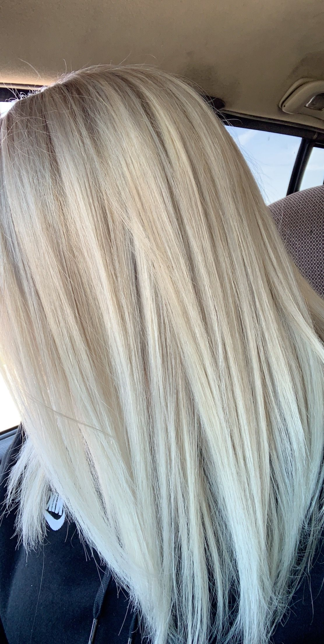 White icy blonde #platinumblondehighlights