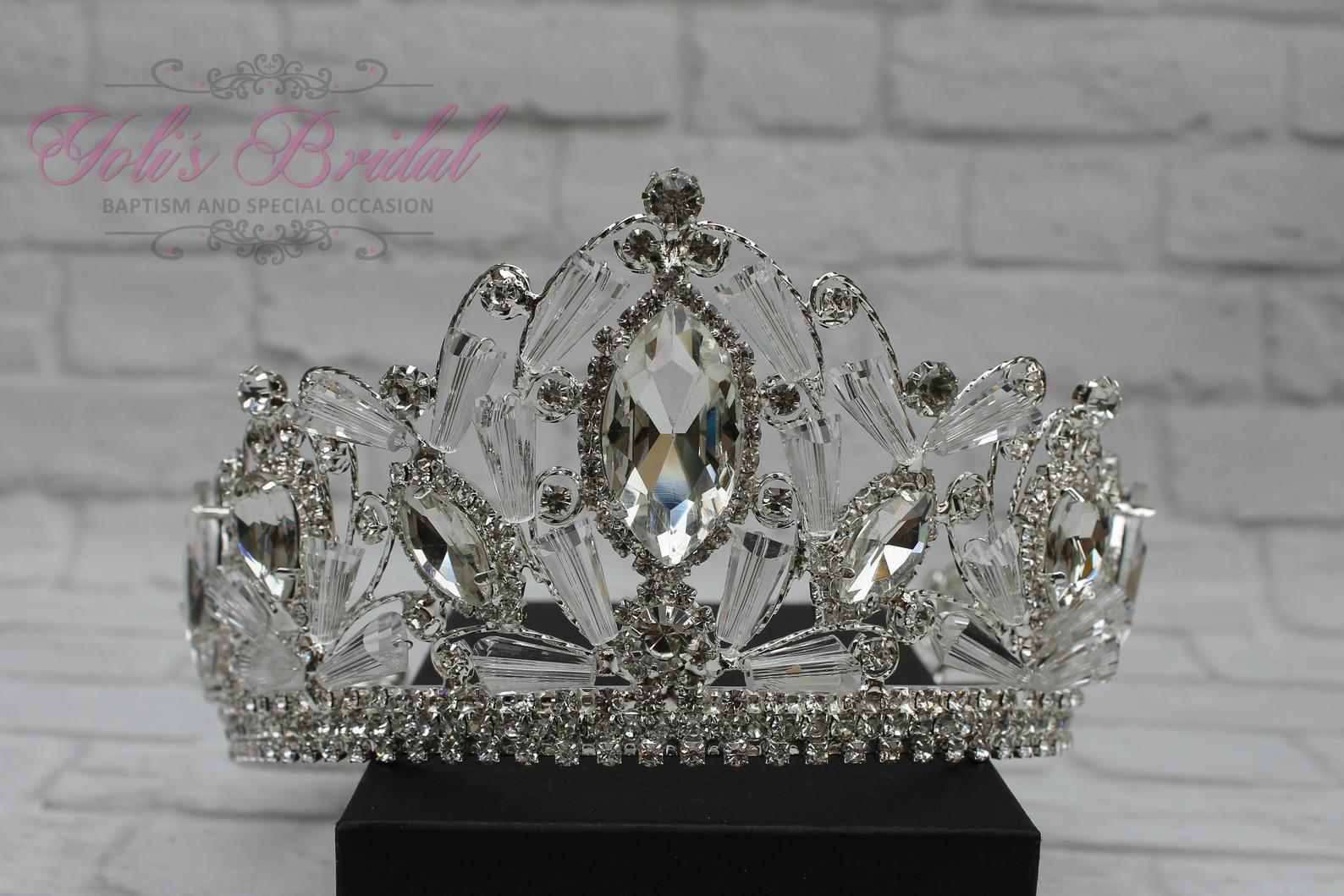 FAST SHIPPING!! Silver Gold Little Girl Round Crown, Royal Crown, Full Crown, Tiara, Pageant Crown, Crown, Crystal Crown, Pageant