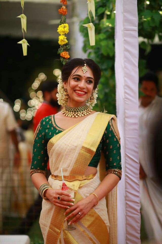 349a35d074f09 Kerala Saree style