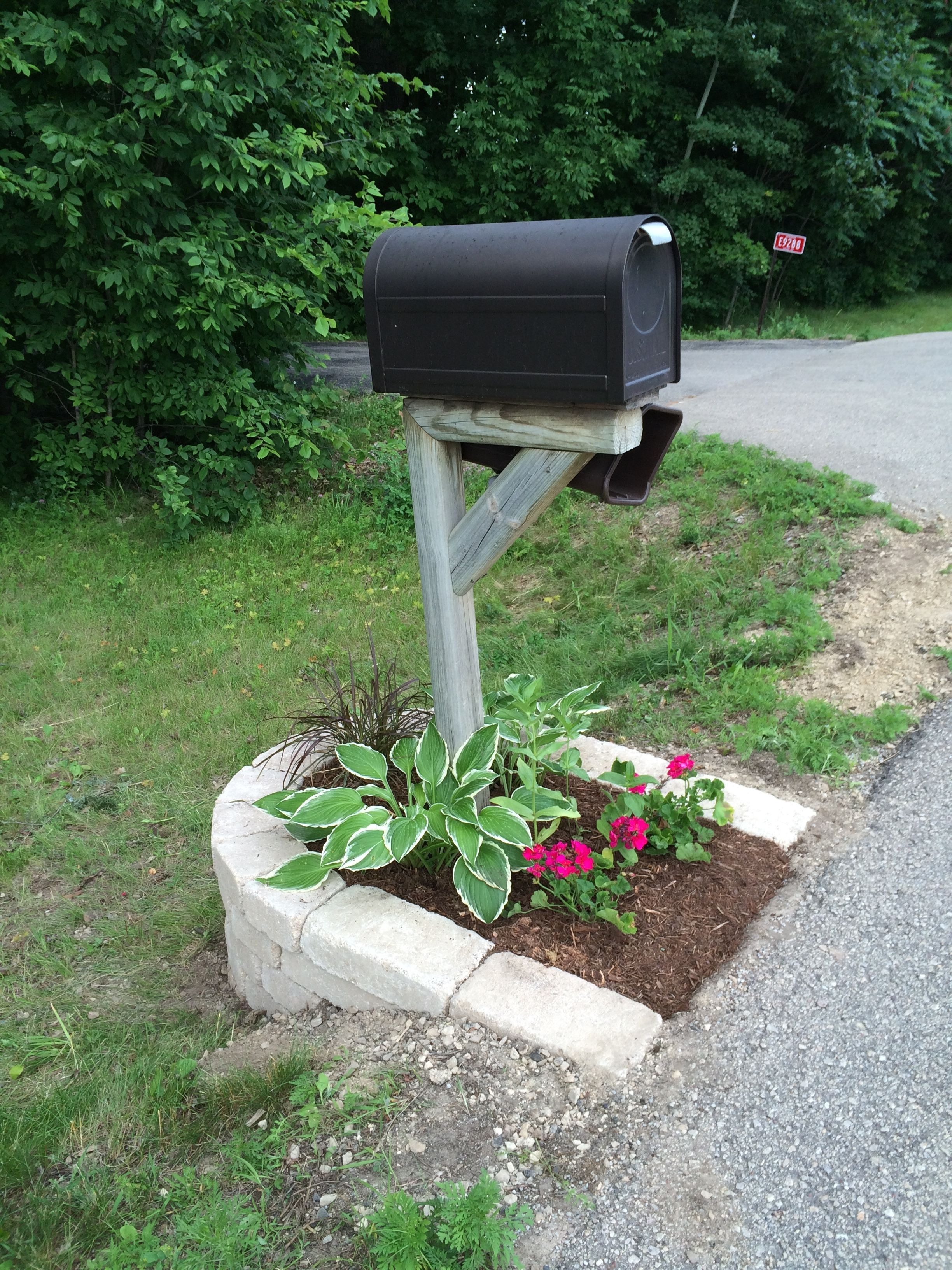 My mailbox landscape idea created some curb appeal in my for Ornamental garden ideas