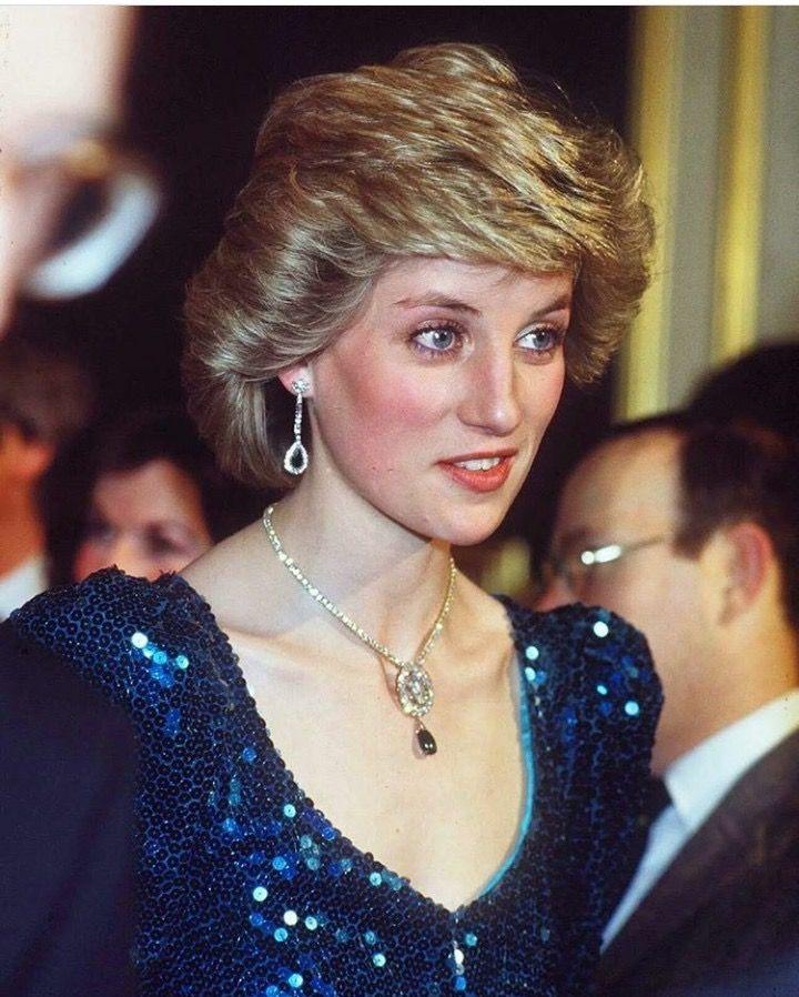 Enedina Adli Kullanicinin Princess Diana Panosundaki Pin Prenses Diana Leydi Diana