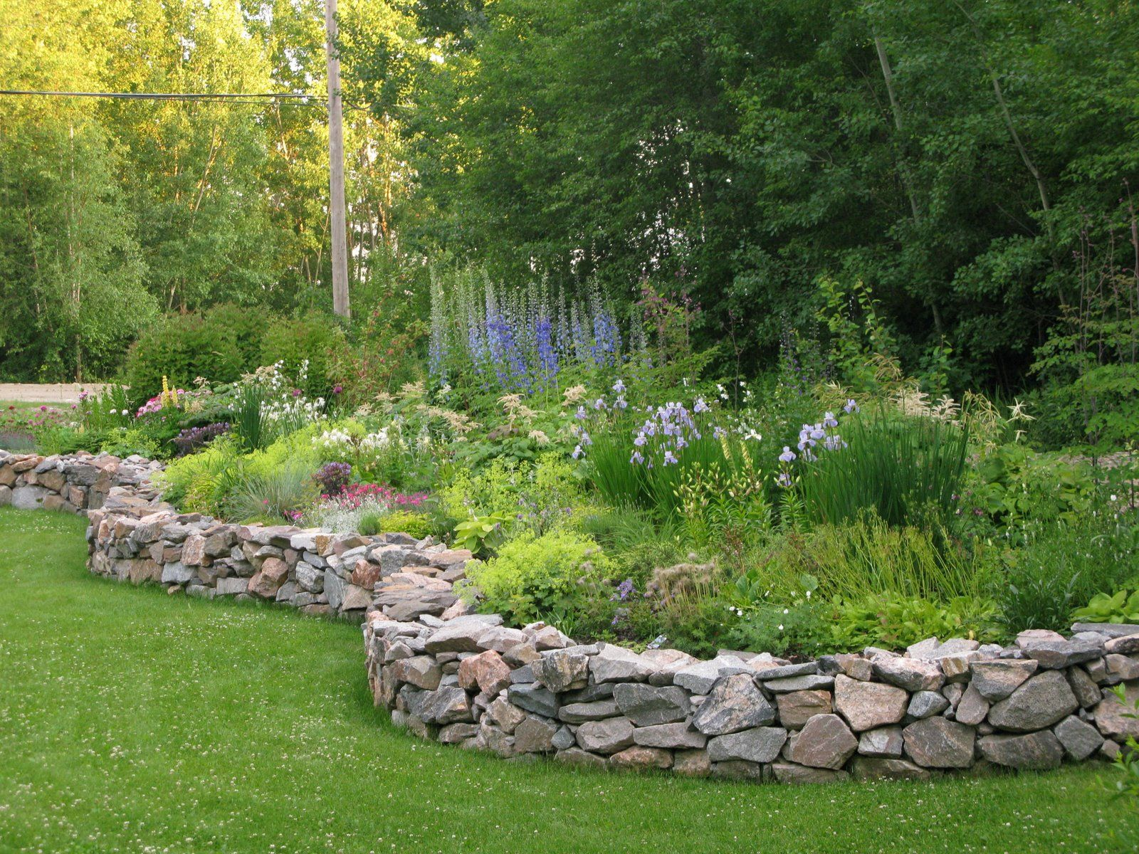 Northern exposure gardening july 2009 landscape borders for Rock garden bed ideas