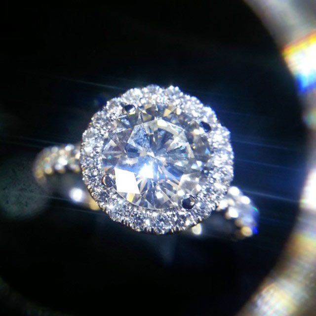 Engagement ring with 1.57ct round diamond center.  Wow, imagine it with a 2 ct, I'd be a princess <3