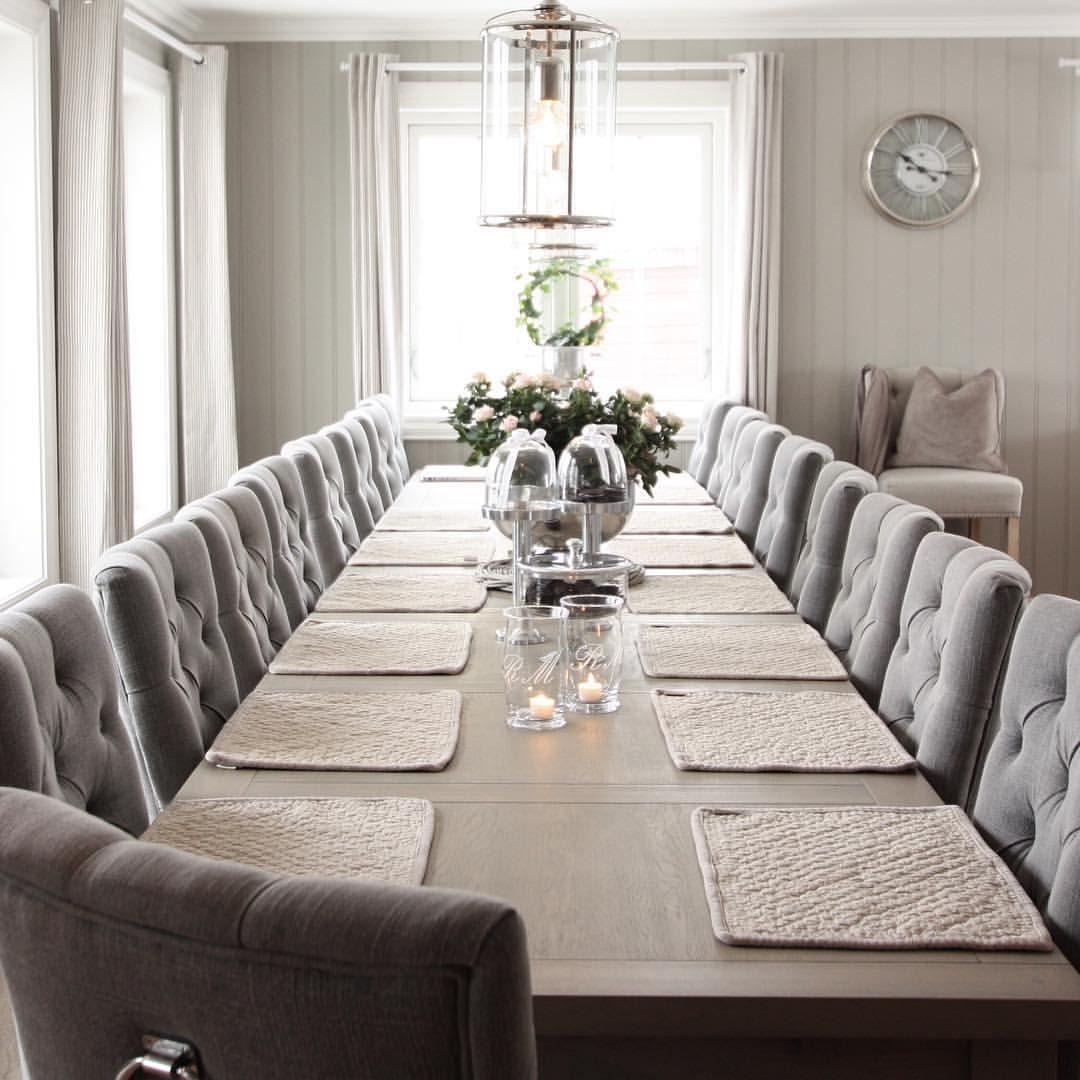 GOD KVELD❤️ hos oss er det straks litt etterlengtet sofakos❤️ nyt kvelden kjære dere!  #myhome #diningroom #diningroomdecor #spisestue #inspire_me_home_decor #TheIGDreamHome #the_real_houses_of_ig #interior123 #interior125 #interiör #hem_inspiration #interior #interiors #sofiesvilla #interior4you1 #shabbyyhomes #classy #maisoninterior #boligmagasinet #interior4all #interior4you1 #interior4inspo #interior444