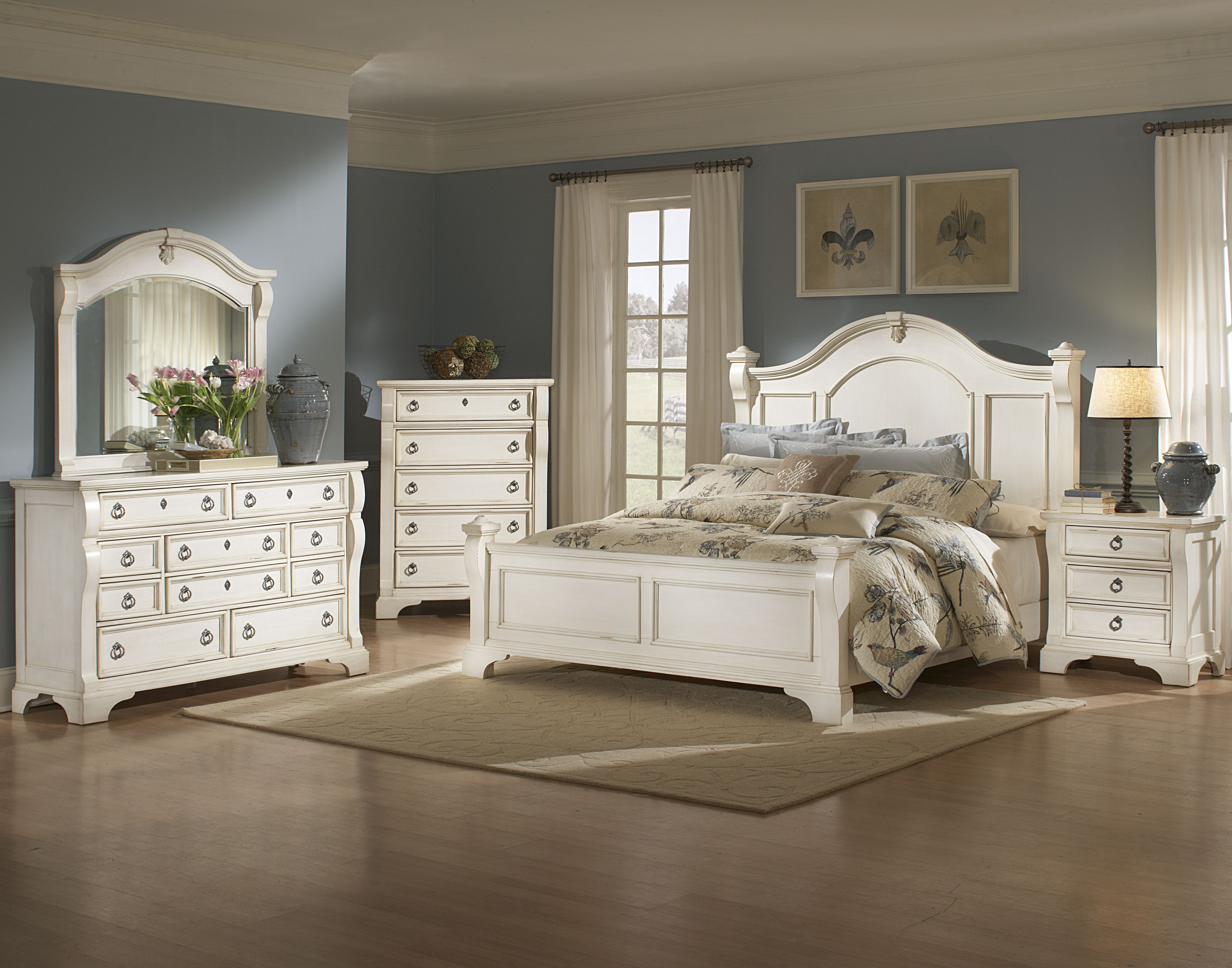Distressed White Wood Bedroom Furniture Antique White Bedroom