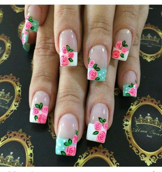 Uñas francés flores rosas