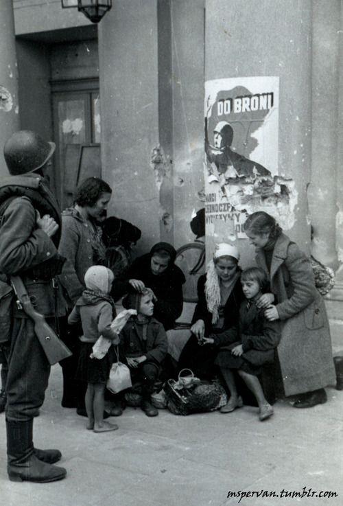 Polish family huddling before the Opera House in Warsaw, Poland, Sep 1939 /Julien Bryan